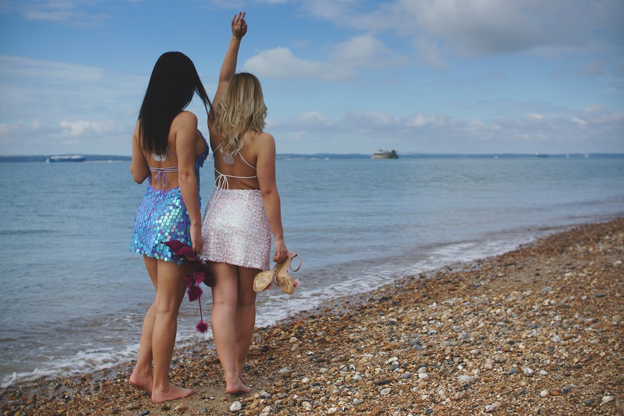best friends beach summer UK blogger