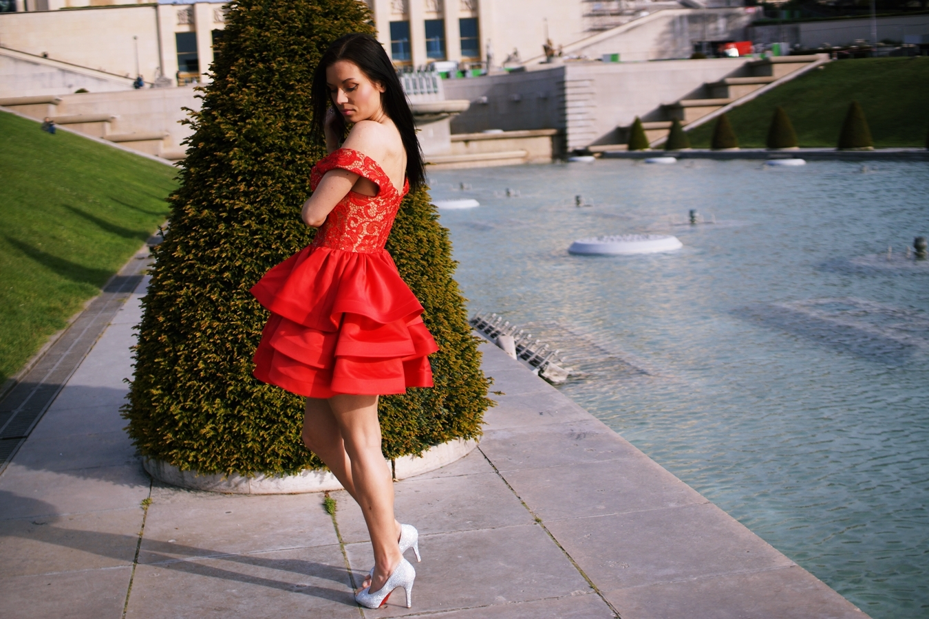 uk blogger in paris red dress