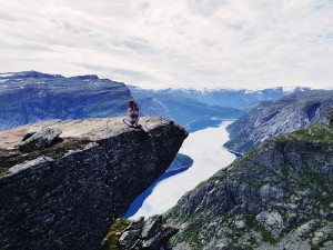 norway hike trolltunga belucce blog