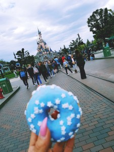 disneyland paris blue donuts
