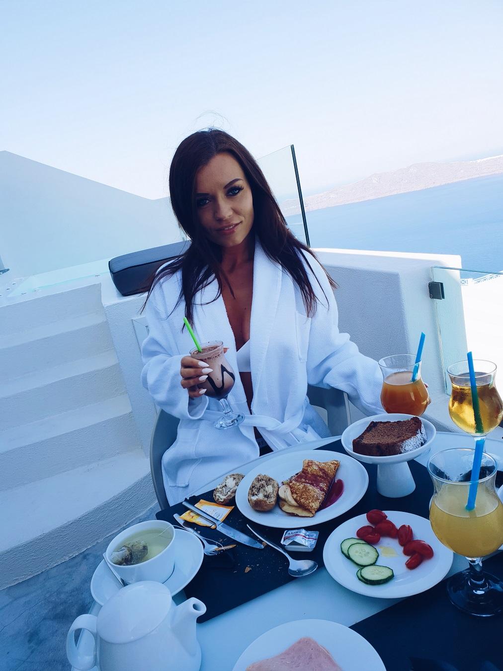 balcony breakfast in santorini