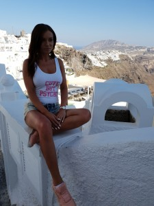 uk fitness blogger in santorini
